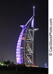 Hotel Burj al arab iluminado por la noche, Dubai