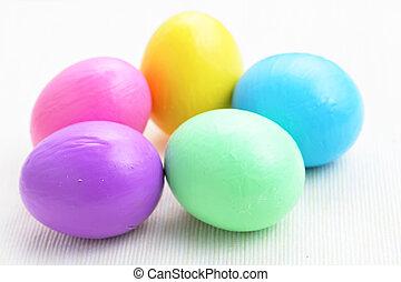 Huevos coloridos del este