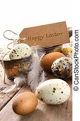 Huevos manchados de marrón con tarjeta del este