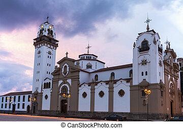 Iglesia Candelaria al amanecer