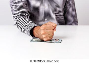 Imágenes de puño en billetes de dólares