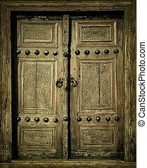 Imagen de cerca de puertas antiguas