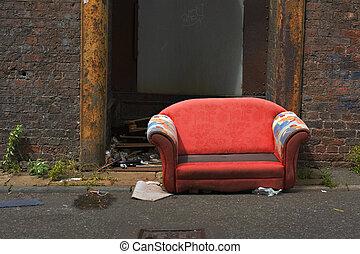 industrial, viejo, abandonado, callejón, sofá, manera