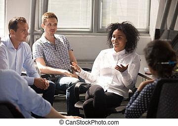informal, durante, multiracial, charla, informe, colegas, oficina