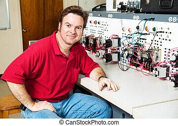 Ingeniero del centro de control de motores