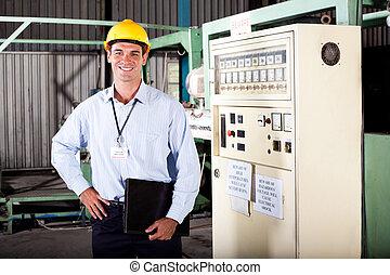 Ingeniero industrial masculino