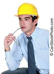 Ingeniero tratando de encontrar una solución a un problema