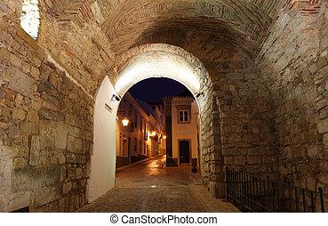 Inicie el arco a la vieja ciudad de Faro, Portugal