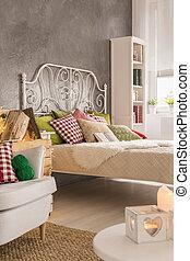Interior cálido del dormitorio