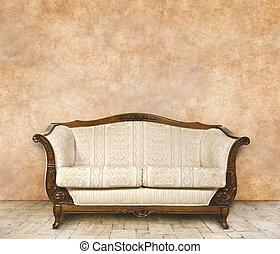Interior clásico con espacio libre en la pared