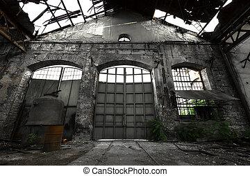 Interior industrial abandonado