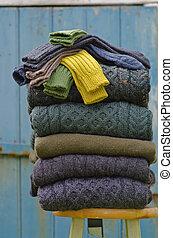 irlandés, tejer, invierno, cable, suéteres, calcetines, colores, fornido, más, bastante, otoño, rural, setting., lana, aran, pila
