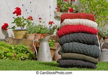 irlandés, tejer, invierno, cable, suéteres, colores, fornido, bastante, otoño, rural, setting., lana, aran, pila