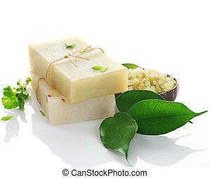 Jabón hecho a mano sobre blanco