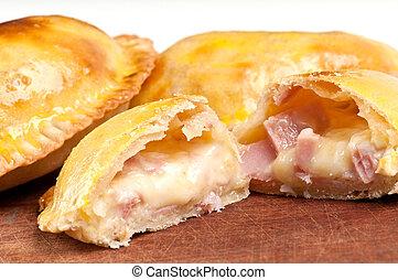 Jamón y queso empanada