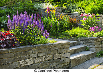 Jardinero con jardinería de piedra