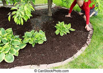 Jardinero haciendo trabajo en la casa