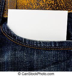 Jeans embolsándose papel con espacio para el texto