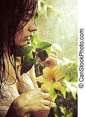 Joven belleza deslumbrante con flor