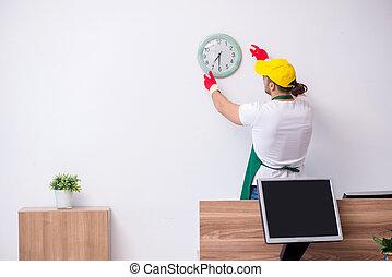 joven, contratista, limpieza, oficina, macho