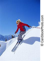 Joven esquiando
