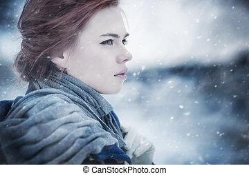 Joven mujer, retrato de invierno