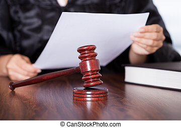 juez, leer juicio, hembra