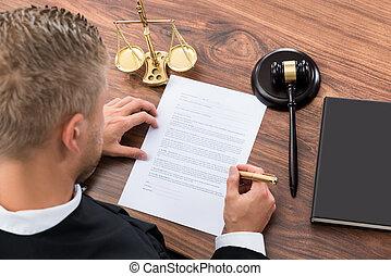 juez, papel, escritura