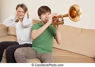 jugador, molesto, trompeta