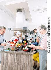 juntos, cocina, chef, grupo, se cortar verduras