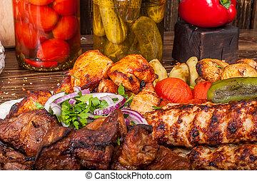 kebabs de carne cruda, carne asada