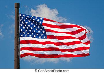 La bandera gigante de EE.UU. vuela