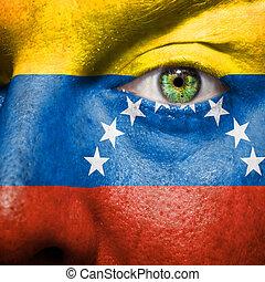 La bandera pintada en la cara con el ojo verde para mostrar apoyo a Venezuela