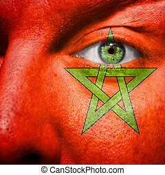 La bandera pintada en la cara con el ojo verde para mostrar apoyo morocco
