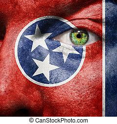 La bandera pintada en la cara con el ojo verde para mostrar el apoyo de Tennessee