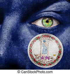 La bandera pintada en la cara con el ojo verde para mostrar el apoyo de Virginia