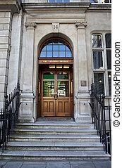La biblioteca de Londres en la plaza de St James en Londres