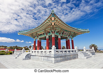 La campana coreana de la amistad pagoda en San Pedro