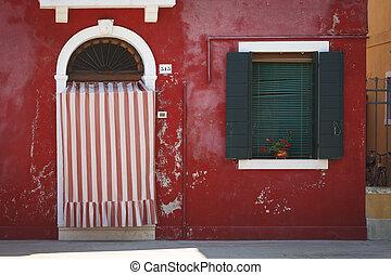 La casa roja en la isla de Burano