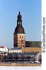 La catedral luteriana en la vieja ciudad de riga, Latvia