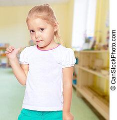 La chica muestra el pulgar