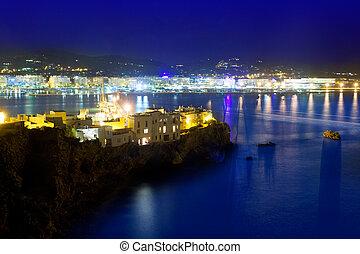 La ciudad de Ibiza, con luces azules