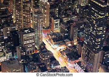 La ciudad de Nueva York, Manhattan, vista aérea por la noche