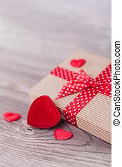 La decoración del día de San Valentín en madera