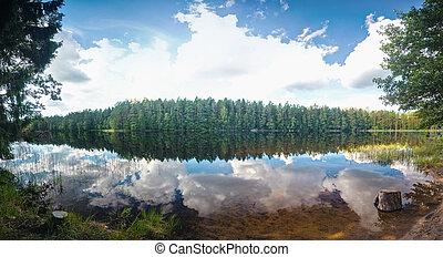 La escena del lago de verano
