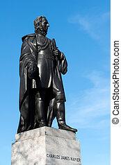 La estatua de Charles James Napier en la plaza Trafalgar
