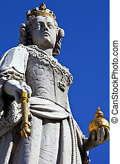 La estatua de Queen Anne en la catedral de San Pablo en Londres