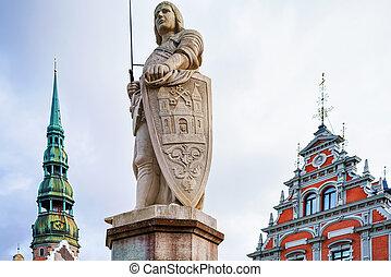 La estatua de Roland en la vieja ciudad de Riga