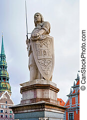 La estatua de Roland en un viejo pueblo de Riga