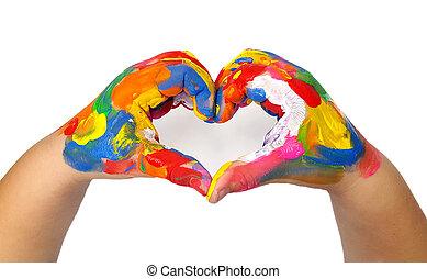 La forma del corazón hecha de niños pintados de las manos